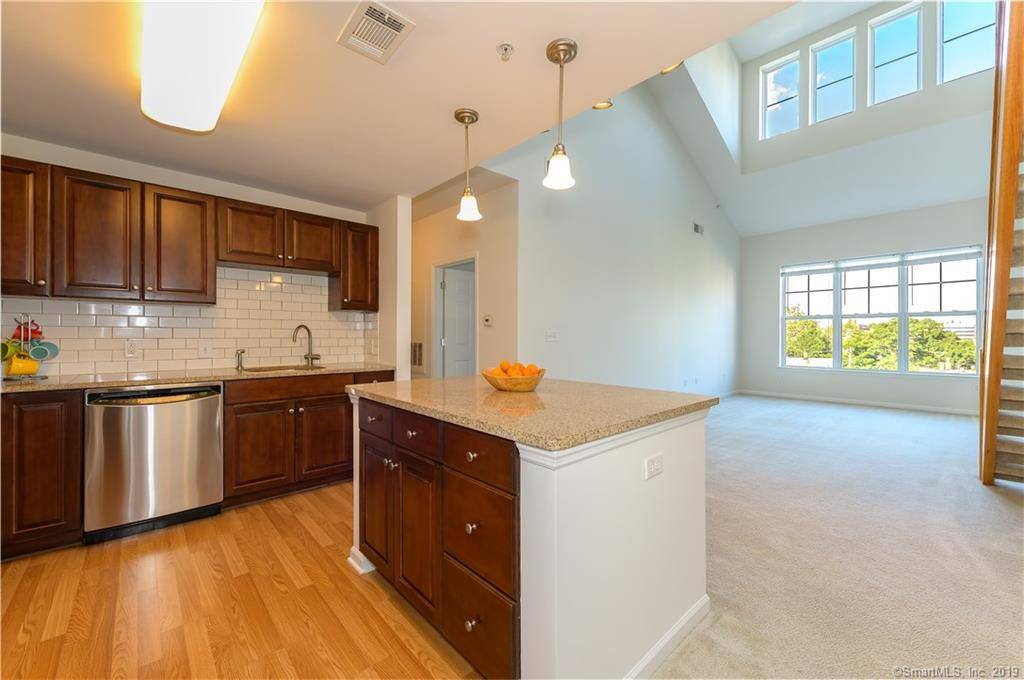 Condo Home Sold in Stamford CT 06902. Ranch house near waterfront with 2 car garage.