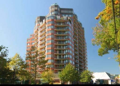 Condo Home Sold in Stamford CT 06901. Ranch house near waterfront with swimming pool and 2 car garage.
