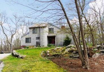 Short Sale: Single Family Home Sold in Redding CT 06896. Contemporary house near beach side waterfront with 2 car garage.