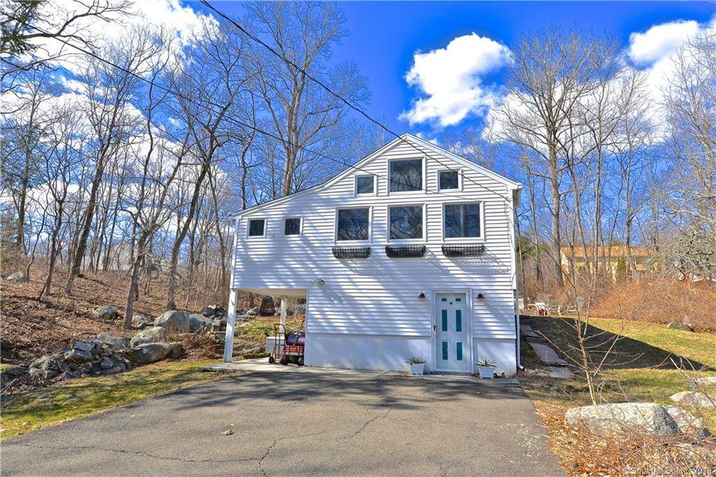 Single Family Home Sold in Stratford CT 06614. Ranch house near lake side waterfront.