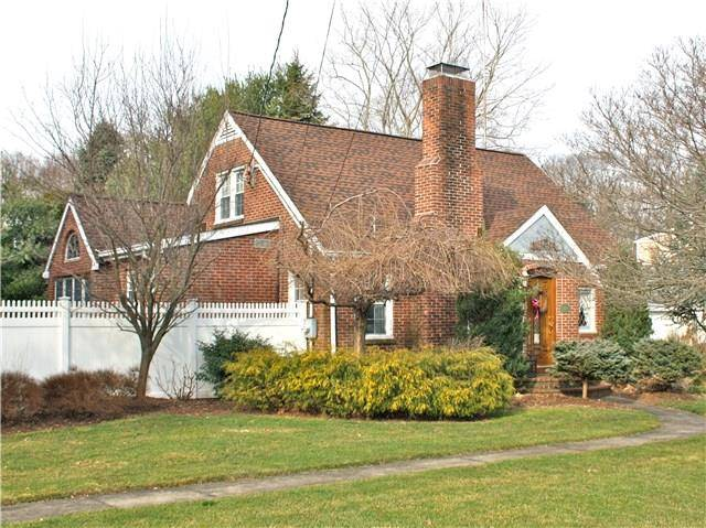 Single Family Home Sold in Fairfield CT 06825. Colonial cape cod house near beach side waterfront with 2 car garage.