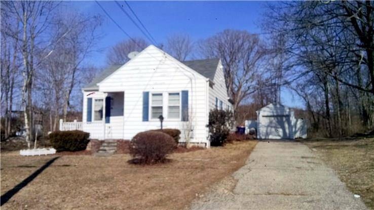Single Family Home Rented in Trumbull CT 06611. Old ranch bungalow house near waterfront with 1 car garage.
