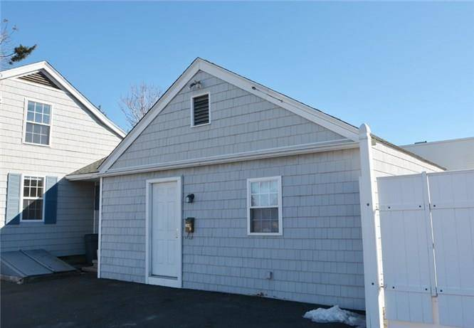 Multi Family Home Rented in Fairfield CT 06824. Ranch house near beach side waterfront.