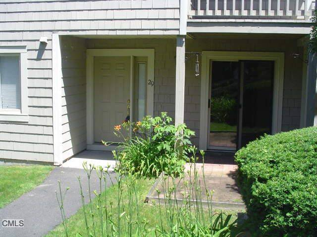Condo Home Rented in Danbury CT 06810. Ranch house near beach side waterfront with swimming pool and 2 car garage.