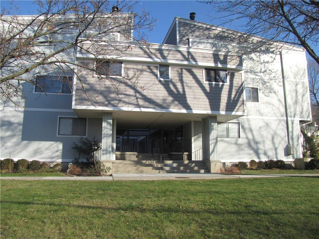 Foreclosure: Condo Home Sold in Norwalk CT 06851. Ranch house near beach side waterfront.