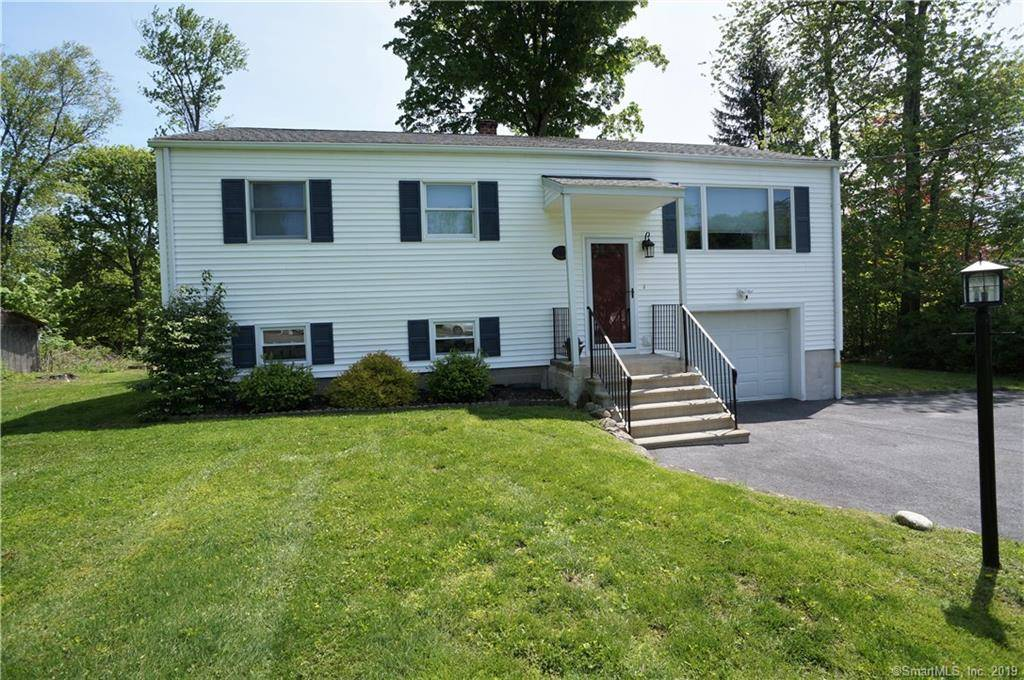 Single Family Home Sold in New Fairfield CT 06812. Ranch house near waterfront with 1 car garage.