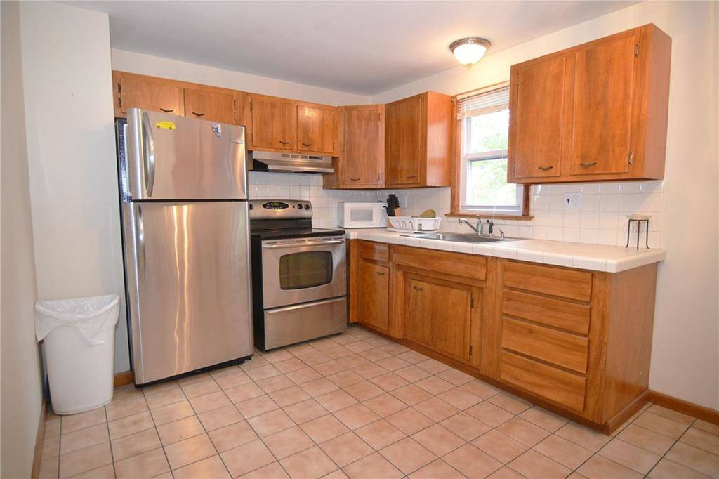 Single Family Home Rented in Norwalk CT 06851. Ranch house near beach side waterfront with 1 car garage.