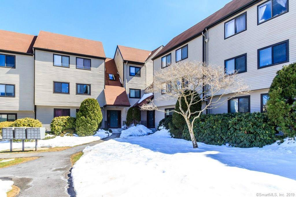 Condo Home Sold in Norwalk CT 06850.  house near waterfront with 1 car garage.