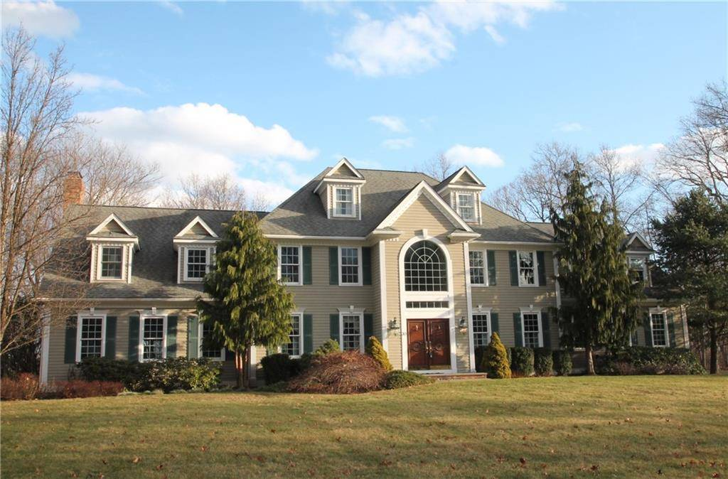 Single Family Home Sold in Easton CT 06612. Colonial, georgian house near waterfront with 3 car garage.