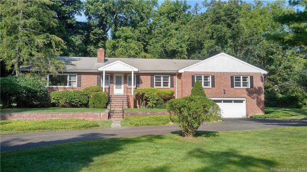 Single Family Home Sold in Greenwich CT 06830. Ranch, colonial house near waterfront with 2 car garage.