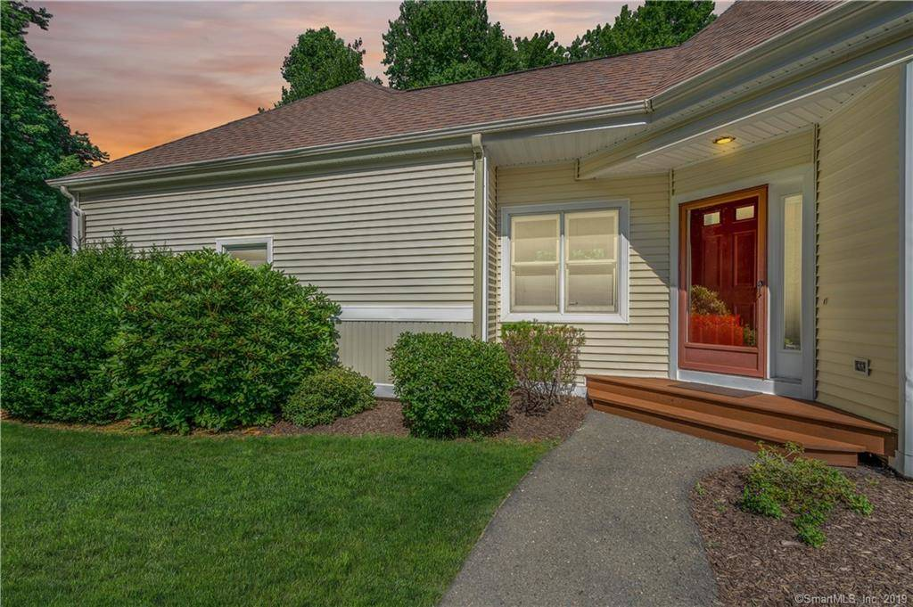 Condo Home Sold in Shelton CT 06484. Ranch townhouse near waterfront with swimming pool and 2 car garage.
