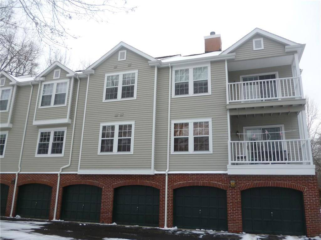 Condo Home Sold in Trumbull CT 06611. Ranch house near waterfront with swimming pool and 2 car garage.