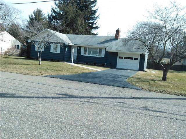 Single Family Home Sold in Fairfield CT 06825. Ranch house near waterfront with 1 car garage.