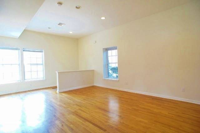 Condo Home Rented in Norwalk CT 06850. Ranch house near beach side waterfront.