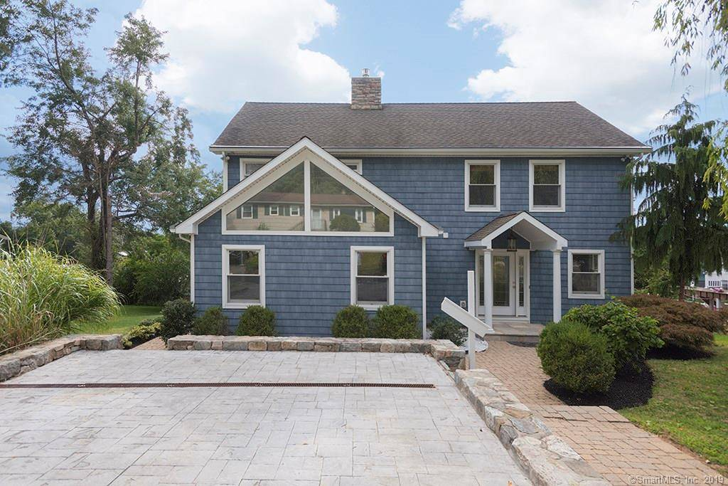 Single Family Home Sold in Brookfield CT 06804. Colonial house near beach side waterfront.
