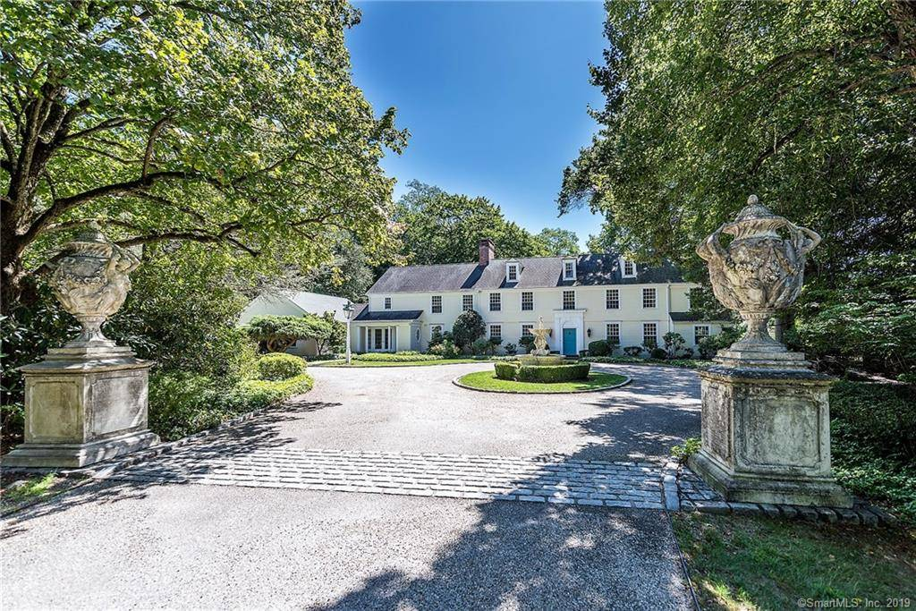 Mansion Sold in Fairfield CT 06824. Old colonial house near waterfront with swimming pool and 5 car garage.