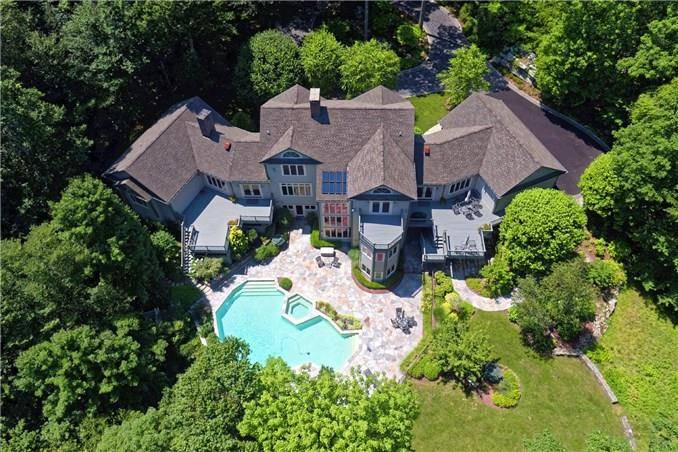 Single Family Home Sold in Stamford CT 06903. Contemporary, colonial house near waterfront with swimming pool and 3 car garage.