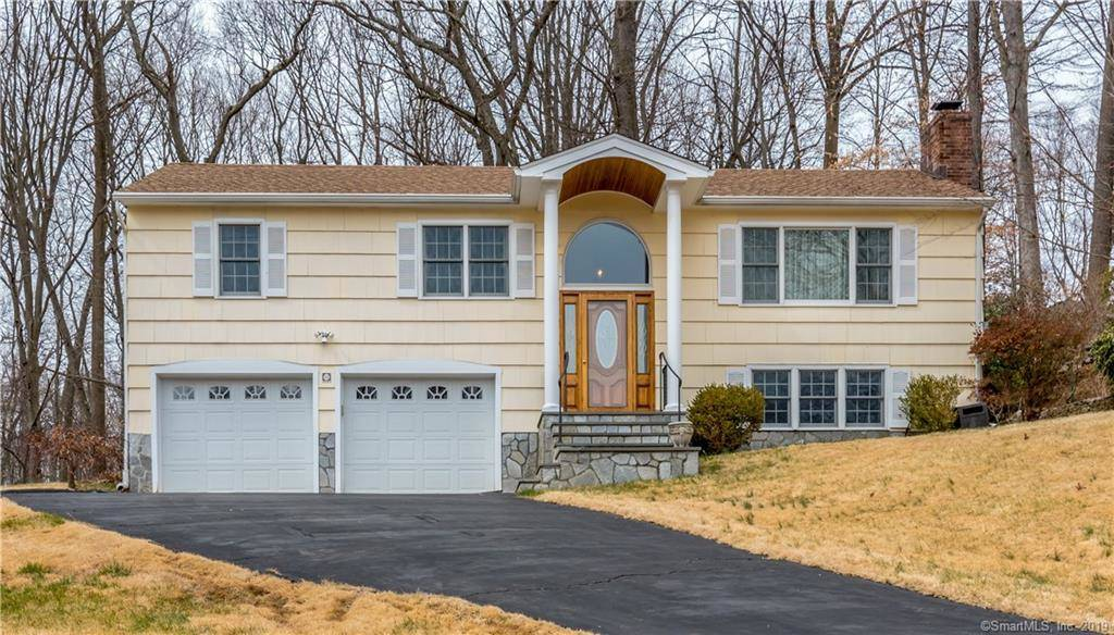 Single Family Home Sold in Norwalk CT 06851. Ranch house near beach side waterfront with 2 car garage.