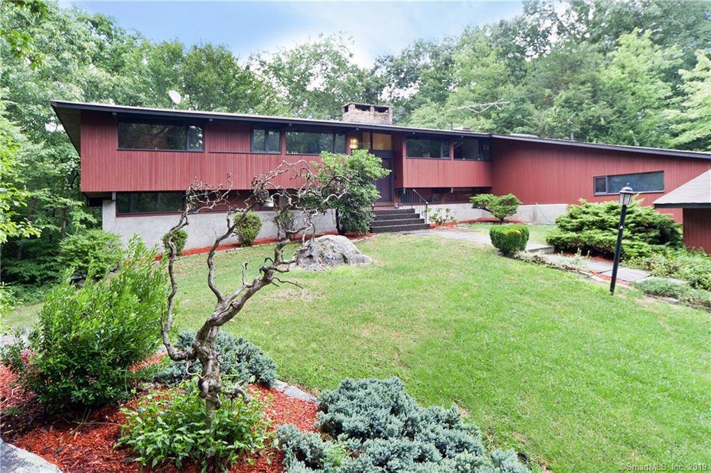 Single Family Home Sold in Newtown CT 06482. Contemporary house near waterfront with swimming pool and 2 car garage.
