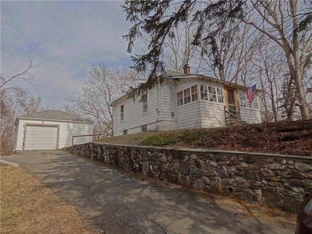 Single Family Home Sold in Wilton CT 06897. Old ranch cottage house near waterfront with 1 car garage.