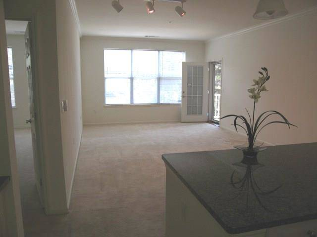 Condo Home Rented in Stamford CT 06902. Ranch house near beach side waterfront with 1 car garage.