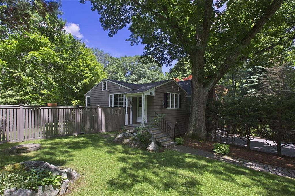 Single Family Home Sold in Ridgefield CT 06877. Ranch cottage house near waterfront with 1 car garage.