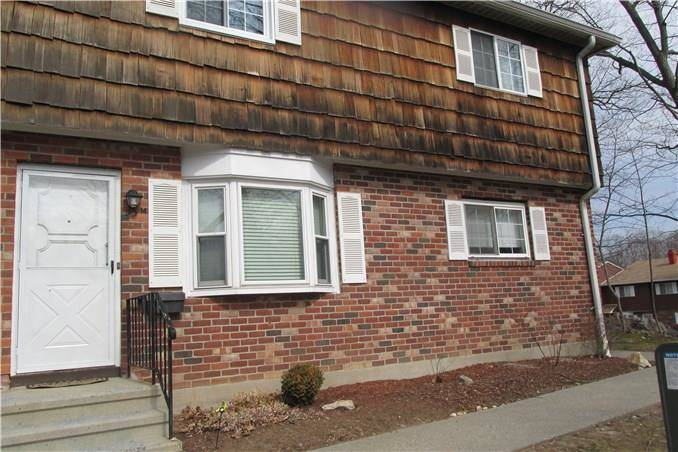 Short Sale: Condo Home Sold in Bridgeport CT 06606.  townhouse near waterfront with swimming pool.