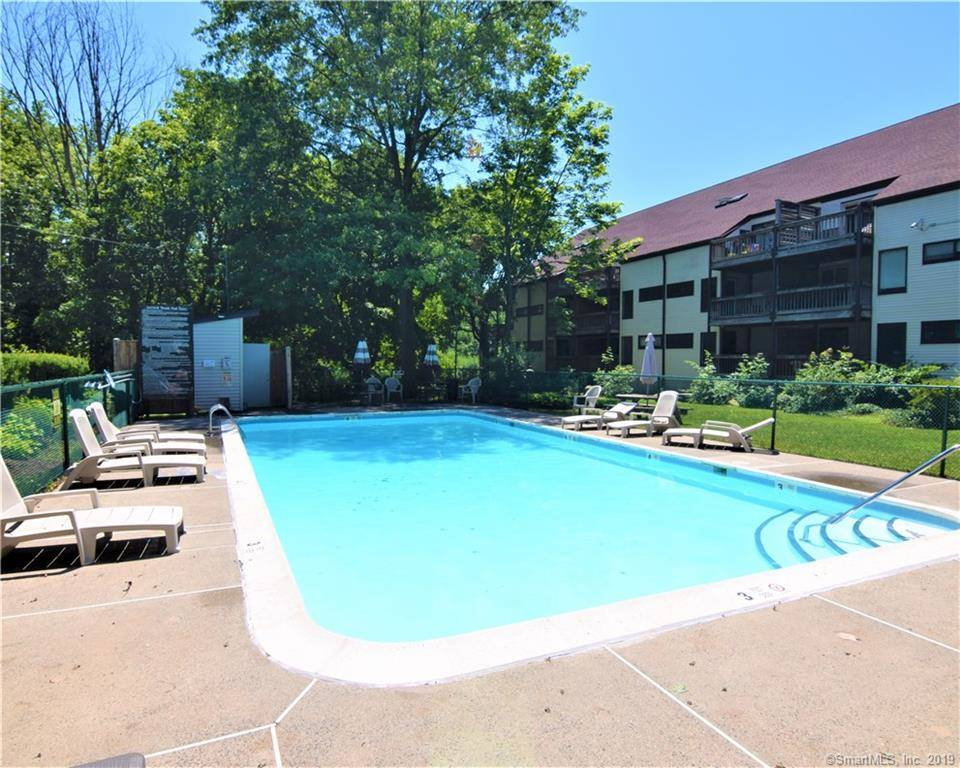 Condo Home Sold in Stratford CT 06614. Ranch house near beach side waterfront with swimming pool.