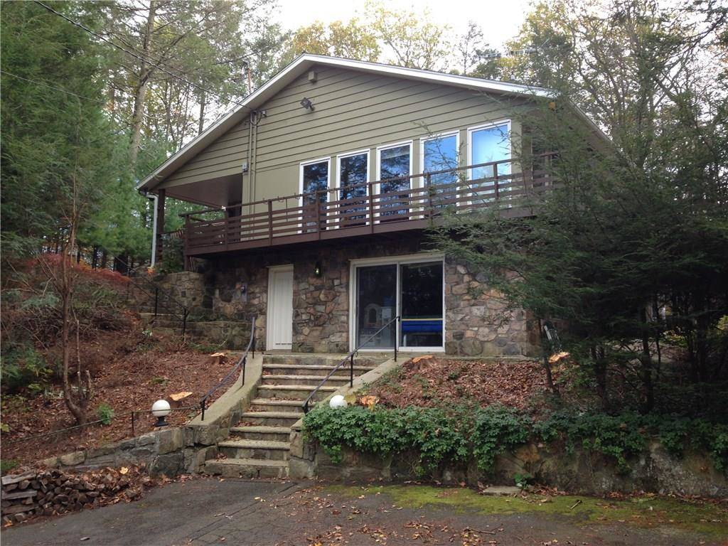 Single Family Home Rented in Danbury CT 06810. Ranch house near beach side waterfront with 2 car garage.