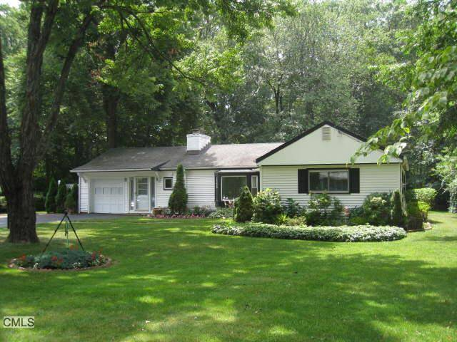 Single Family Home Sold in Norwalk CT 06851. Ranch house near beach side waterfront with 1 car garage.