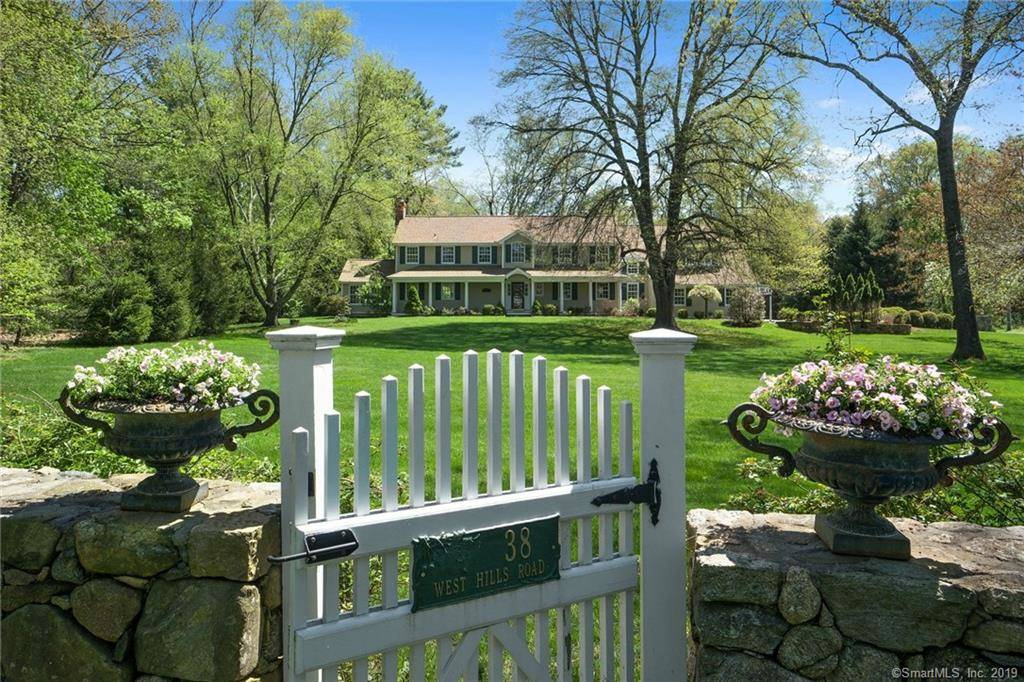 Single Family Home Sold in New Canaan CT 06840. Colonial house near waterfront with 3 car garage.