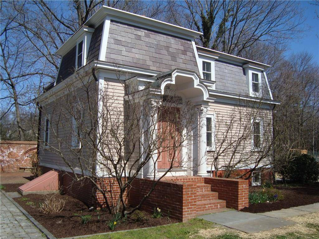 Single Family Home Rented in Fairfield CT 06824. Old victorian cottage house near beach side waterfront.