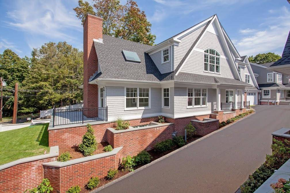 Luxury Condo Home Sold in Greenwich CT 06830. Colonial house near waterfront with 1 car garage.