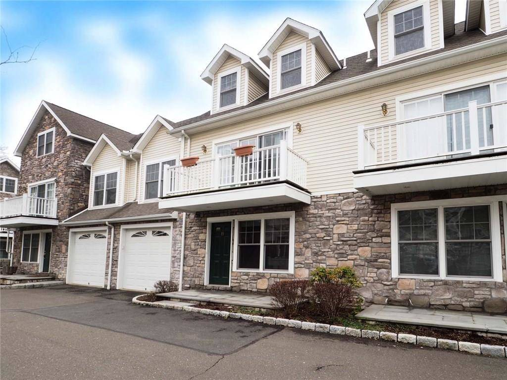 Condo Home Rented in Stamford CT 06906.  townhouse near waterfront with 1 car garage.