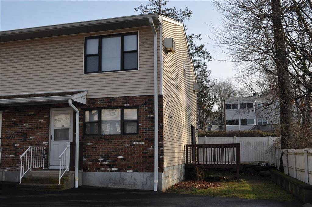 Condo Home Sold in Stamford CT 06902. Colonial house near waterfront.