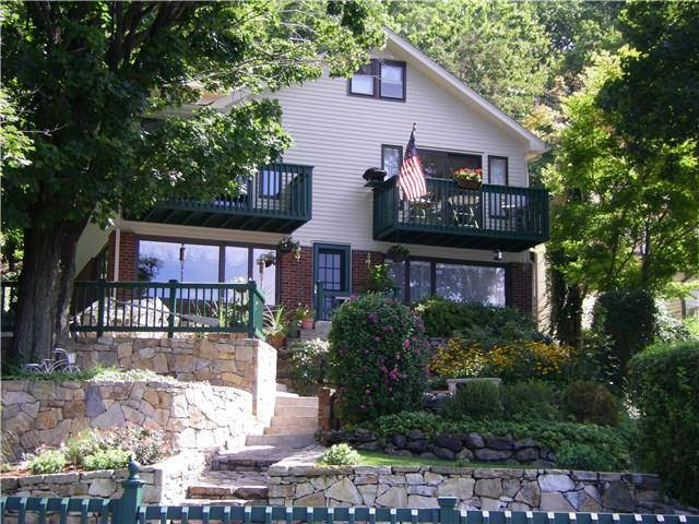 Single Family Home Sold in New Fairfield CT 06812. Old colonial house near lake side waterfront.