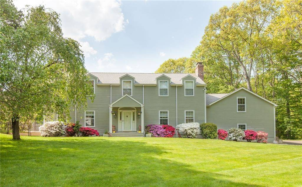 Single Family Home Sold in Norwalk CT 06850. Colonial house near beach side waterfront with swimming pool and 2 car garage.