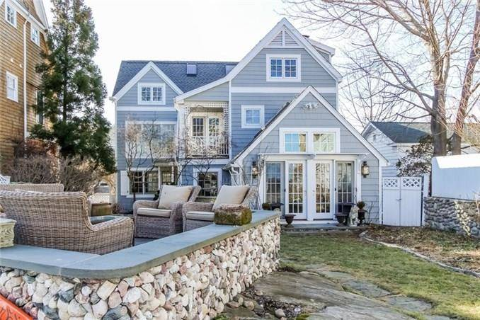 Single Family Home Sold in Norwalk CT 06853. Old contemporary house near beach side waterfront.