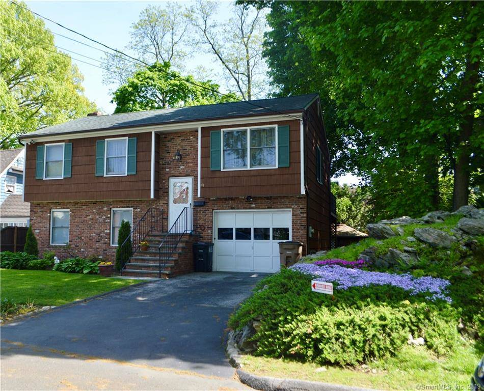 Single Family Home Sold in Stamford CT 06902. Ranch house near beach side waterfront with 1 car garage.