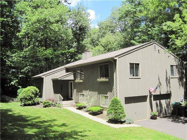 Single Family Home Sold in New Fairfield CT 06812. Contemporary house near lake side waterfront with 2 car garage.