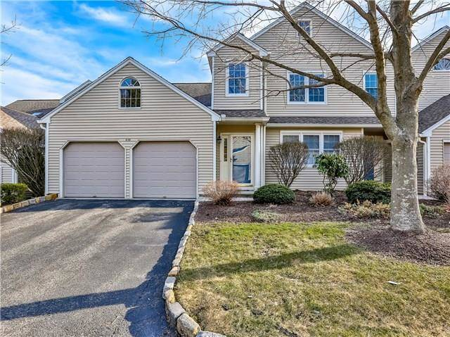 Condo Home Sold in Trumbull CT 06611. Ranch house near lake side waterfront with swimming pool and 2 car garage.