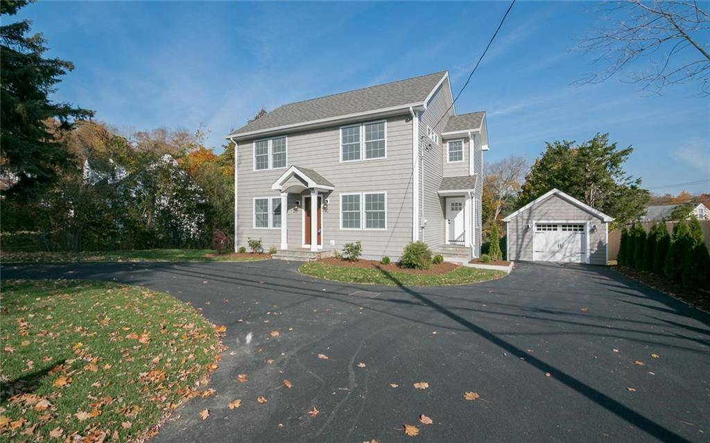Single Family Home Sold in Fairfield CT 06825. Colonial house near waterfront with 1 car garage.