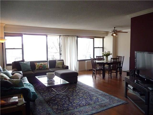 Condo Home Sold in Stamford CT 06902. Ranch house near beach side waterfront with 1 car garage.