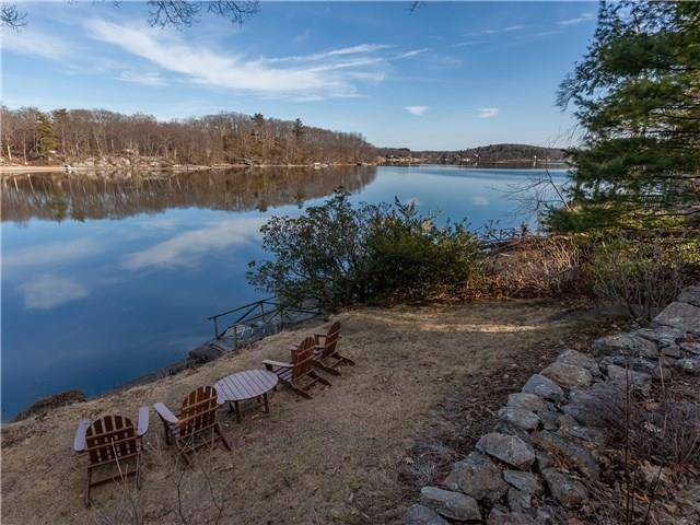 Single Family Home Sold in New Fairfield CT 06812. Ranch cottage house near waterfront.