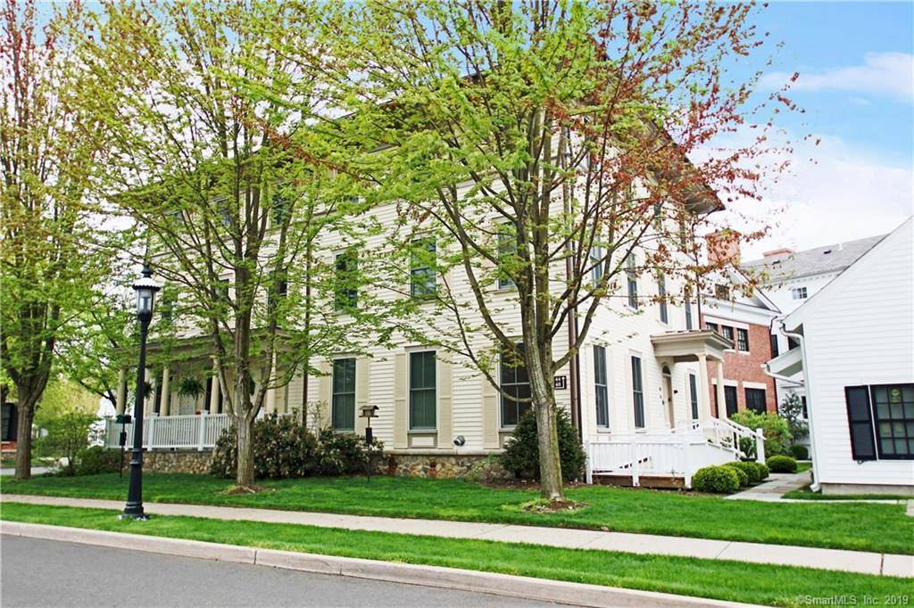 Condo Home Sold in Fairfield CT 06890. Ranch house near waterfront with 2 car garage.
