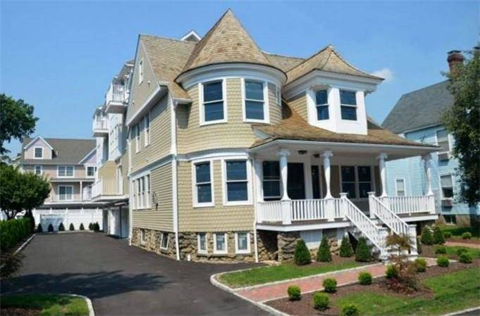 Condo Home Sold in Stamford CT 06901. Victorian townhouse near waterfront with 2 car garage.