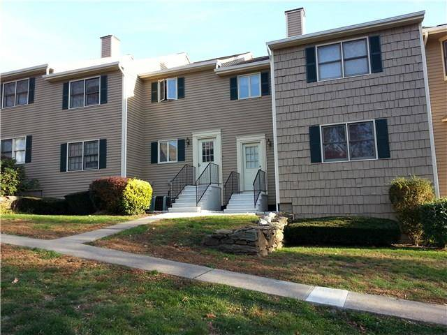 Condo Home Rented in Bridgeport CT 06606. Ranch house near waterfront with 1 car garage.