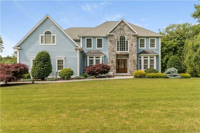 Single Family Home Sold in Monroe CT 06468. Colonial house near waterfront with swimming pool and 3 car garage.