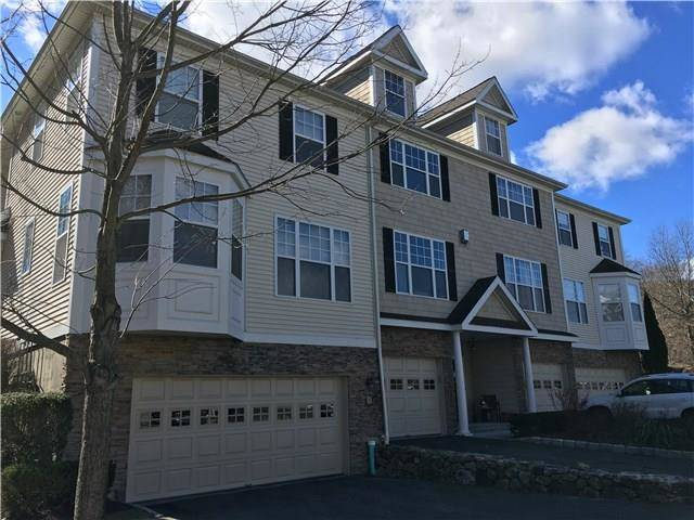 Foreclosure: Condo Home Sold in Danbury CT 06810.  townhouse near waterfront with swimming pool and 1 car garage.