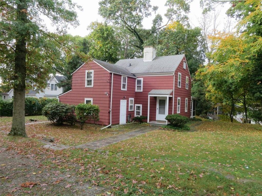 Single Family Home Sold in Westport CT 06880. Old colonial house near waterfront.